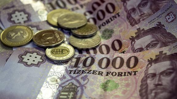 Minimálbér 2017 - 127 ezer lesz a minimálbér