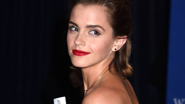 Velvet - Gumicukor - Emma Watson azonnal lépett, miután kiszivárogtak félmeztelen fotói
