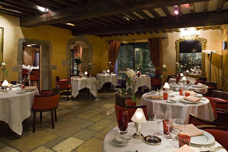 A francia Georges-Blanc étterem belső tere. Itt is fogyasztott a férfi