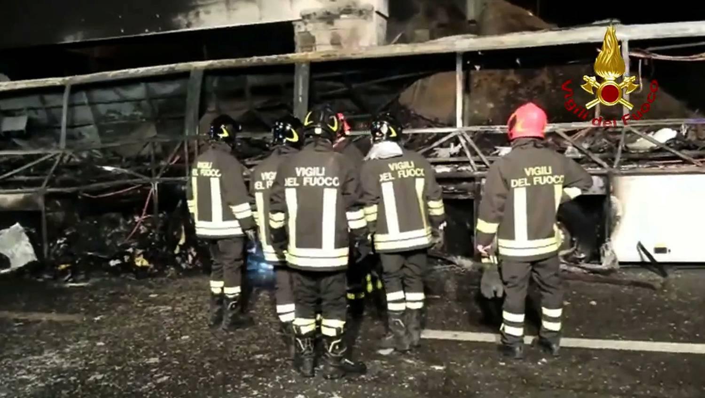Index - Belföld - Gond lehetett a balesetet szenvedett magyar autóbusz kerekével