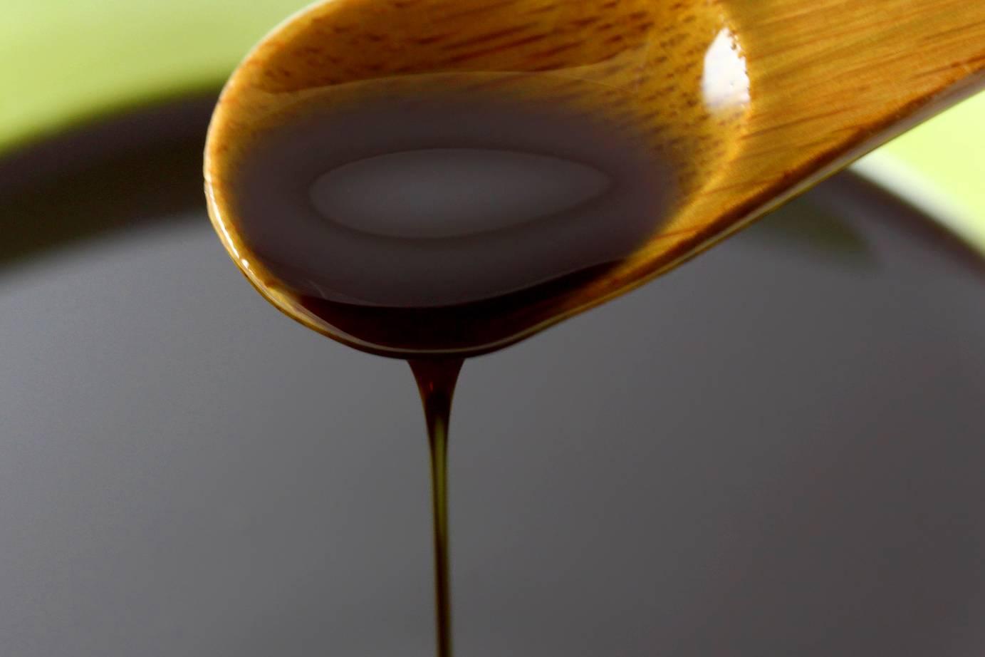 milyen vitaminokra van szksg a pikkelysmr kezelsben egy folt a bőrön, vörös szegéllyel hámlik le