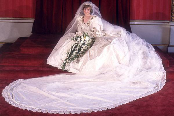 8a0d699212 A világ 10 legdrágább menyasszonyi ruháját mutatjuk meg képeken - Terasz |  Femina
