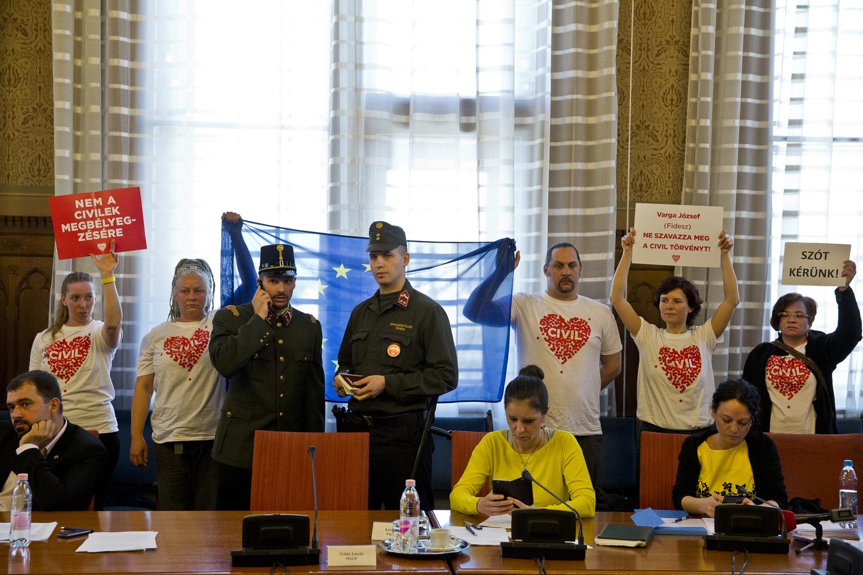 Orosz kolykok a magasban 496 - Index Belf Ld Megzavart K A Civilt Rv Ny Vit J T A Parlamentben Felf Ggesztett K Az L St