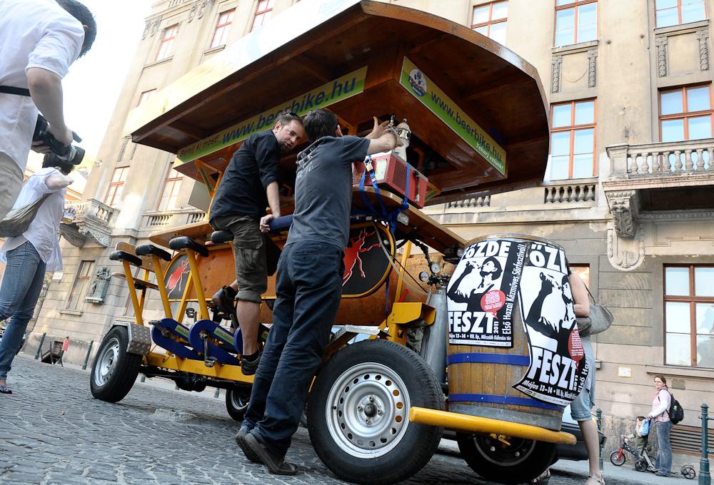 Friss hírek: Az önkormányzat a hónap végén szavaz arról, hogy mi legyen a mindenki által gyűlölt beerbike-okkal.