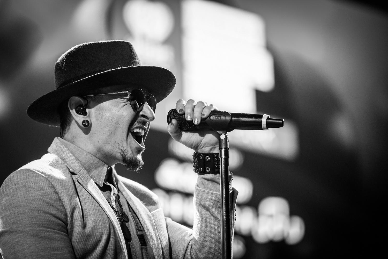 Nyílt levélben búcsúzik a Linkin Park a nemrég elhunyt énekesétől