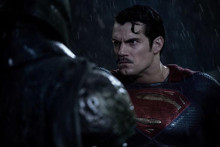 Superman bajsza milliókba kerül a Warnernek