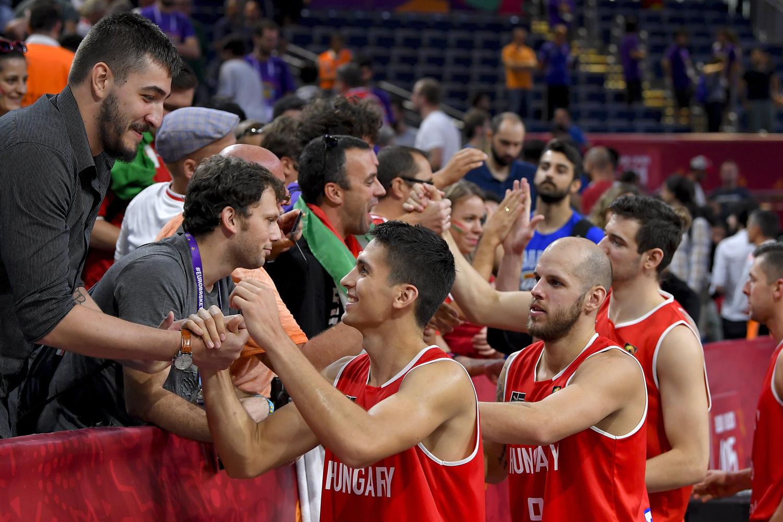 Index - Sport - Hanga lezúzta a legjobb szerb kosarast 4c11468ca6