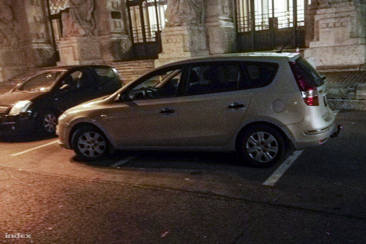Ha hosszú az autód, toldd meg egy tahó parkolással