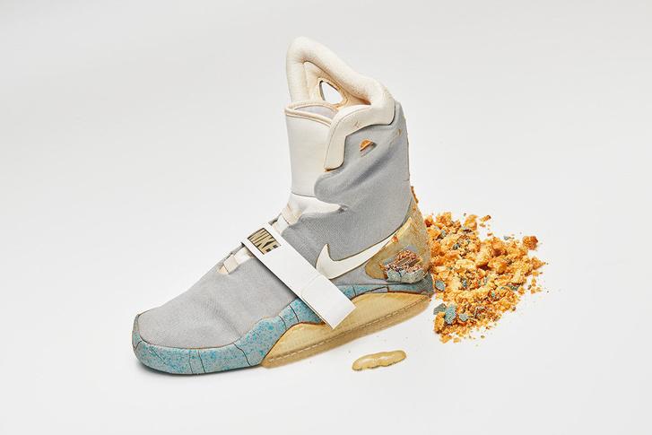 b7e25926e92e Index - Mindeközben - Nem bírta az éveket, szétrohadt a Vissza a jövőbe II. ikonikus  cipője