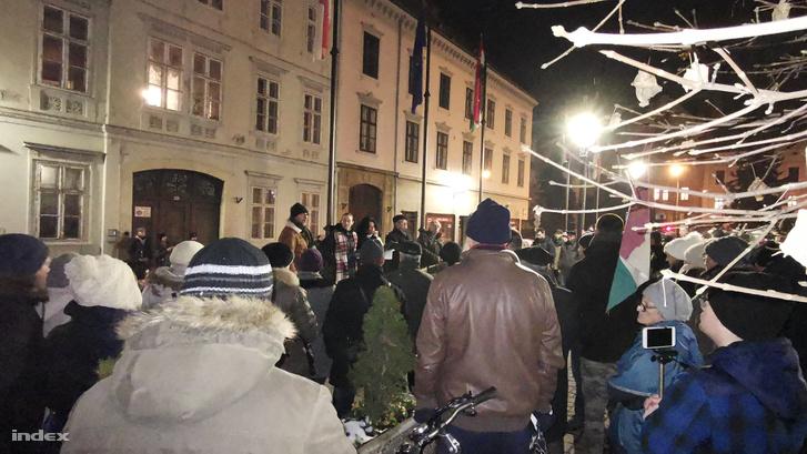 Friss hírek: Szombathelyen több mint ezren, Sopronban százan, Budapesten viszont csak lézengtek a tüntetők.