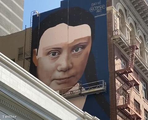 Nyomasztó Greta Thunberg-festmény néz le ítélkezve San Francisco belvárosára