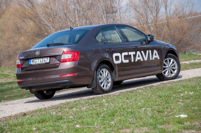 totalcar tesztek skoda octavia 1 4 tsi elegance 2013. Black Bedroom Furniture Sets. Home Design Ideas
