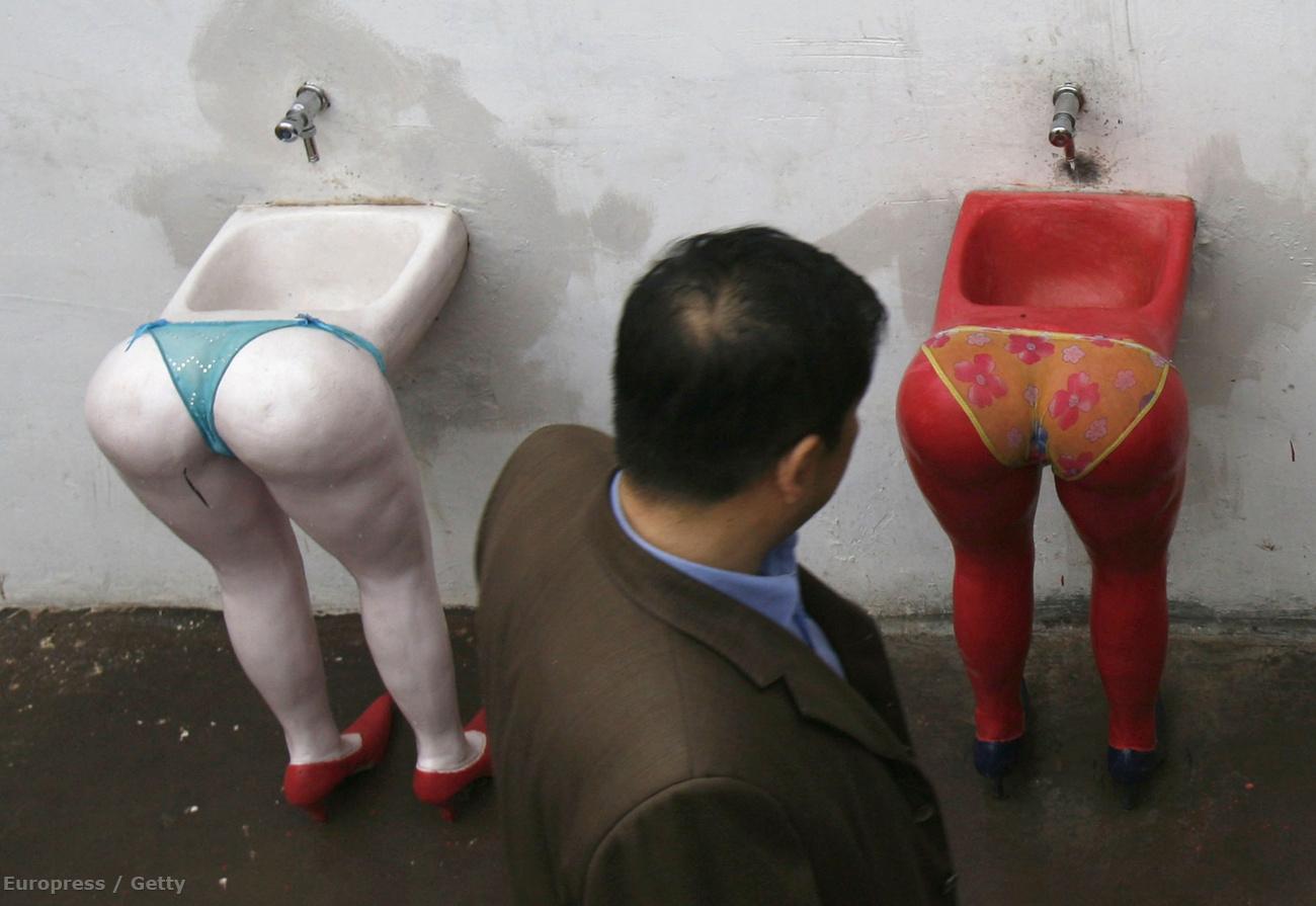 Секс в толчке онлайн, В туалете - Смотреть порно онлайн, секс видео бесплатно 6 фотография