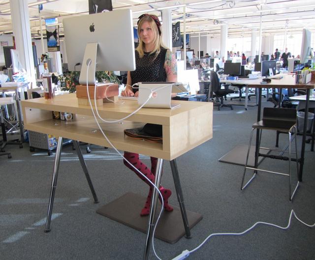 fogyni az íróasztalnál állva
