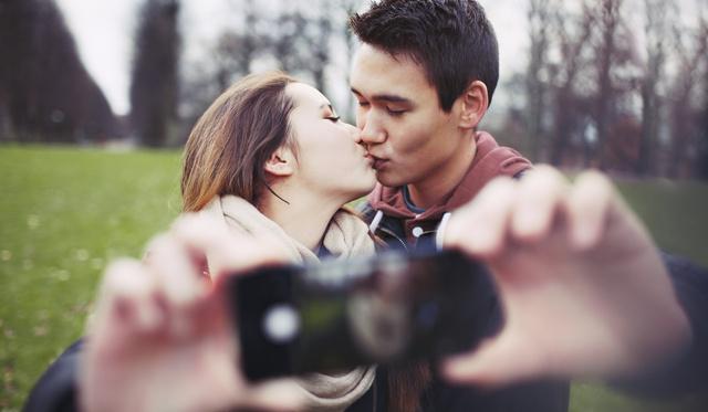 csókolózáskor érzi a lehelet szagát