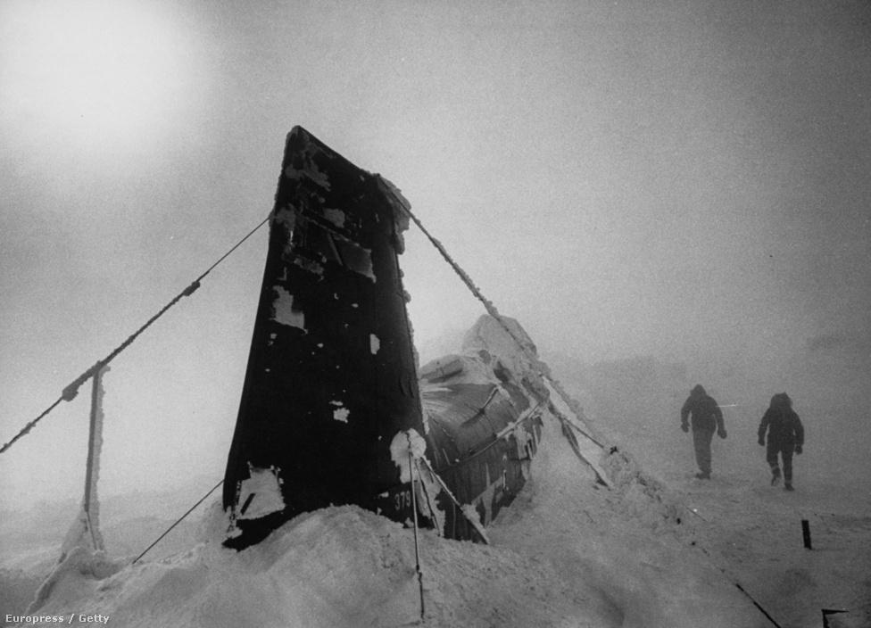 A hadsereg a repülőgépek jegesedését  teszteli a hegyen.