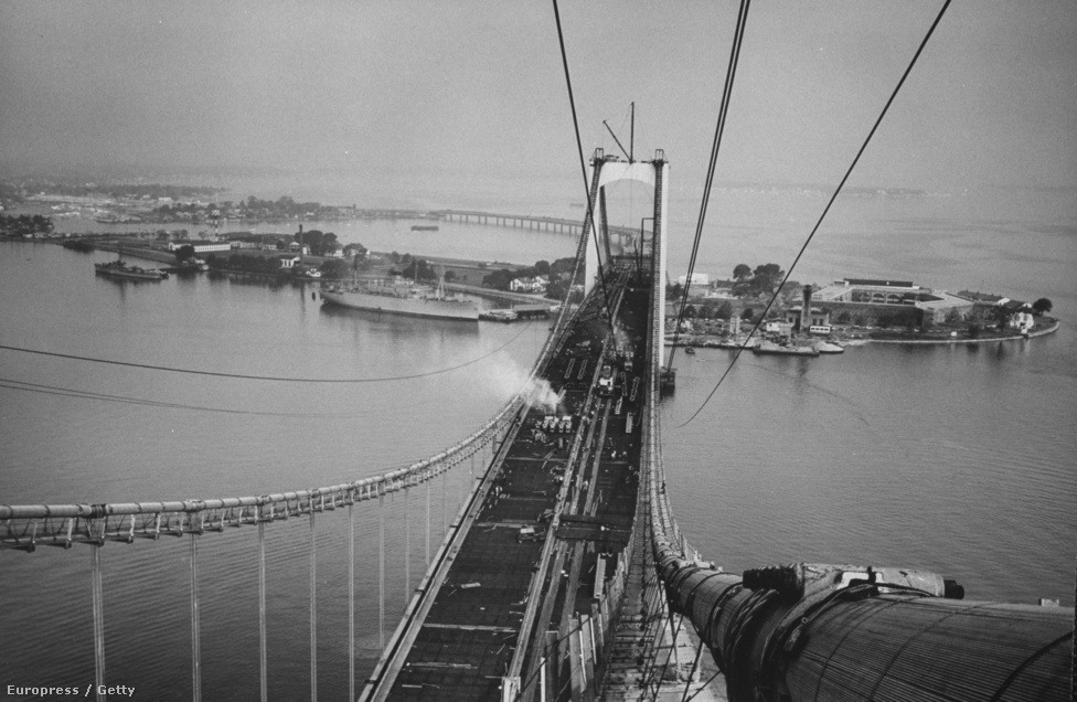 Az épülő New York híd legmagasabb pontja.