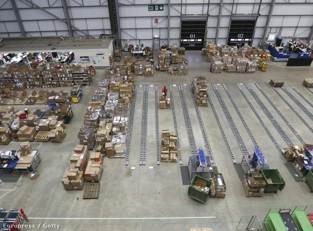 A hírek szerint 10 millió fontnyi áru ment tönkre.