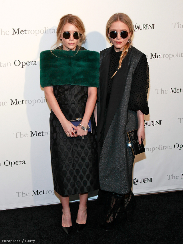 Nemrég ünnepelte 28. születésnapját a divatmániások egyik kedvenc ikerpárja, Mary-Kate és Ashley Olsen, akik szinte szó szerint a szemünk előtt nőttek fel. A szemüvegek mellett a nőies szoknyákat is nagyon szeretik.