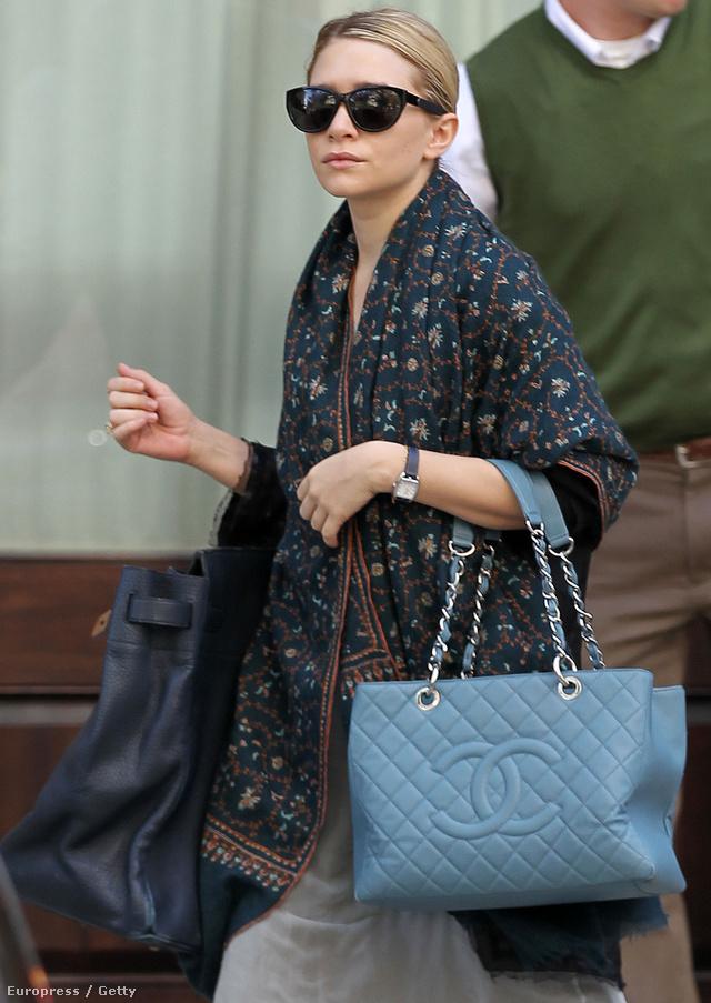 Bár Olsenék már tíz éve fontosnak tartják az efféle sálak használatát, a fast-fashion üzletek csak pár szezonnal ezelőtt láttak fantáziát a különféle mintákkal ellátott sálakban.