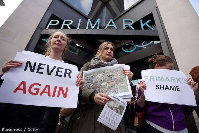 Tüntetők a Primark üzlet előbb. Ez még nem elég, viszont első lépésnek tökéletesen megfelel.