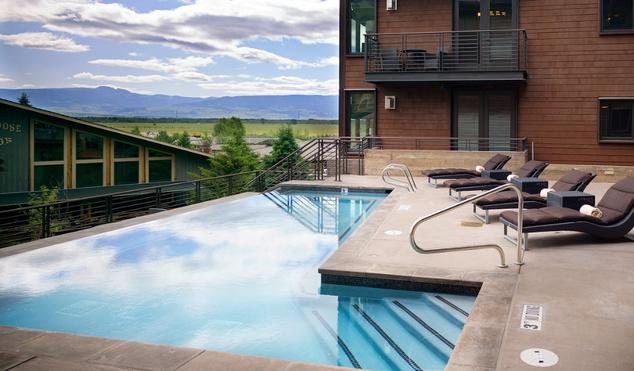 Kültéri medence a Hotel Terra Jackson Holeban