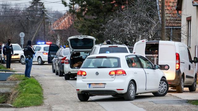 Egy március 6-i rendőrségi rajtaütés képei a police.hu oldaláról. Szabolcs szerint ez az az akció, amelyre a rendőrök az ő kihallgatásán is hivatkoztak