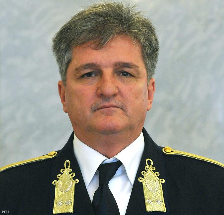 Tasnádi László rendőr dandártábornok a Belügyminisztérium miniszteri kabinetfőnöke, miután Áder János köztársasági elnök március 15-i hatállyal vezérőrnaggyá léptette elő a Sándor-palotában 2013. március 13-án.