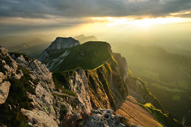 APilátus-hegya svájci Luzernmellett található, legmagasabb pontja a 2128 méter magas Tomlishorn.