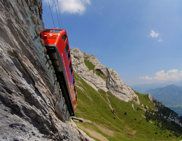 Az alpnachi oldalról a világ legmeredekebb fogaskerekű vasútja visz fel, melyek maximális lejtése 48 fokos. A luzerni oldalról pedig egy  kabinos felvonó és egy libegő.