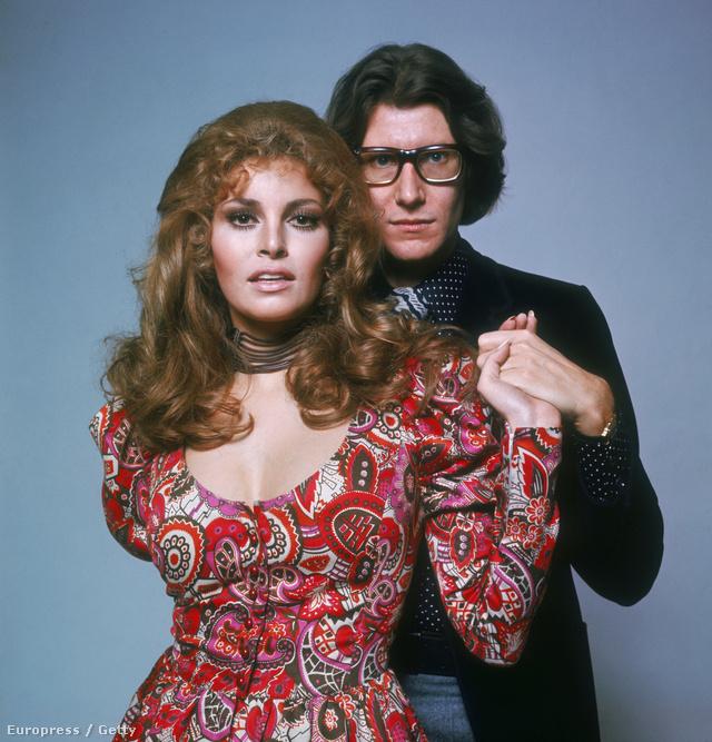 1975, pózolás Raquel Welch társaságában.