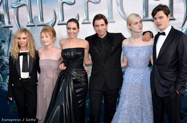 Angelina Jolie egyel feltűnőbb fekete estélyiben érkezett a hollywoodi bemutatóra.