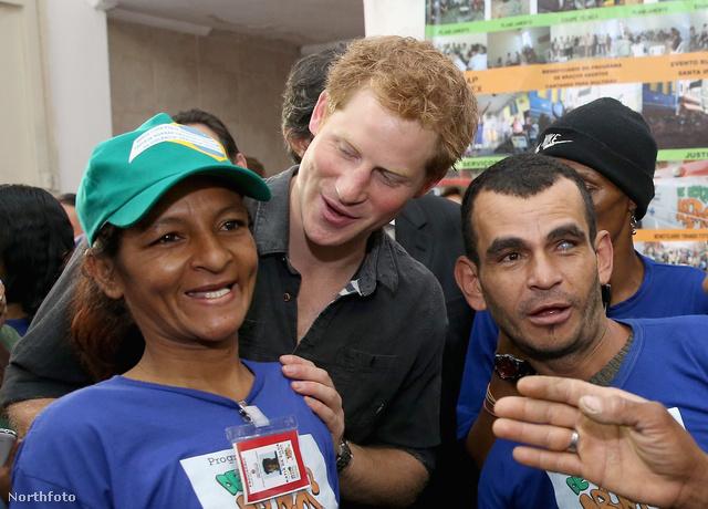 Harry herceg négynapos brazíliai turnén van, ellátogatott a hírhedt Sao Paulo-i Cracolandiába is, hogy drogfüggőkkel találkozzon.