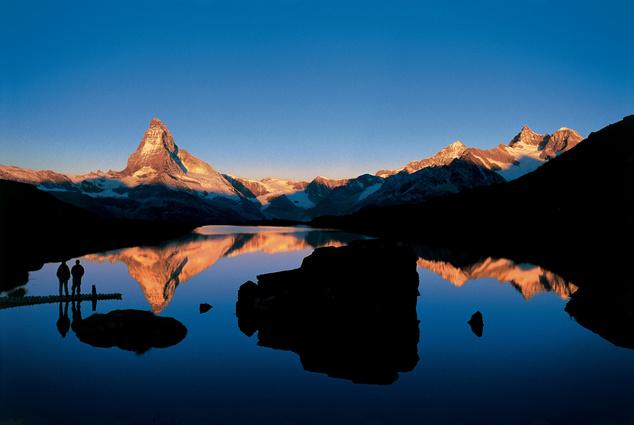 A jellegzetes alakú Matterhorn 4478 méter magas, ez az egyik legtöbbet fényképezett turistalátványosság Európában.