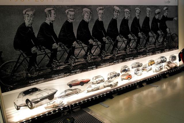 A híres Opel-fivéres kép mintájára elkészült a bringás kép a formatervező részleg összes vezetőjével