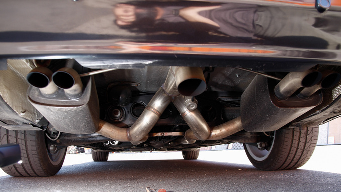The end of the exhaust system with the join and the open central pipe