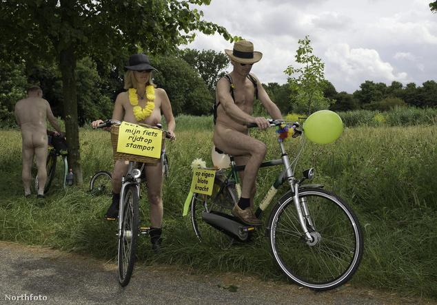 A zöldben pucérkodni jó, kerékpáron ülve még jobb