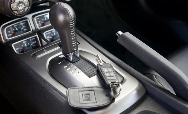 Az új Camarók és több más GM-típus bicskakulcsa miatt is áll a bál.