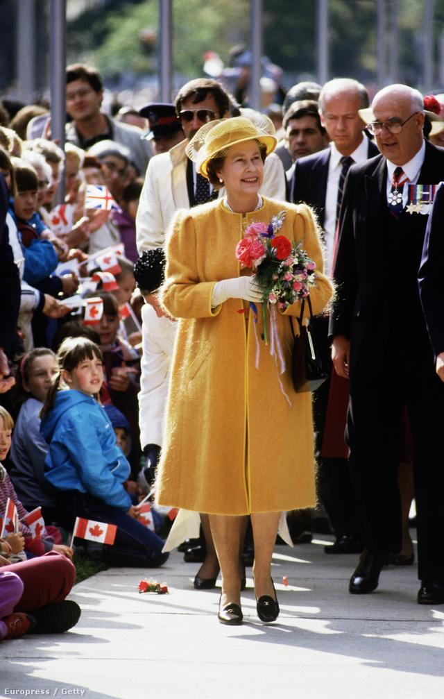 1984, Kanada: barna loafer, sima bőrből.