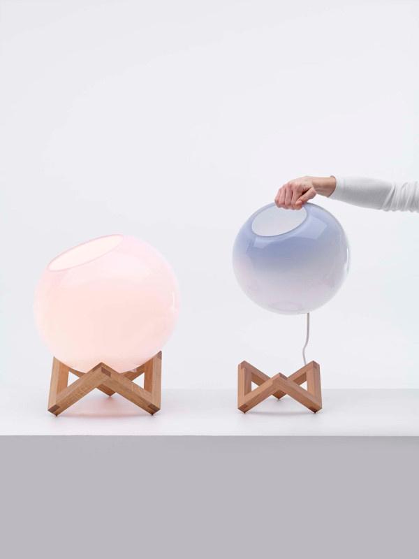 A gömbök ki is emelhetők a fa tartóból