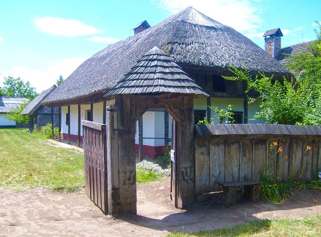Ez például a Sóstói Múzeumfalu száraz kapuja