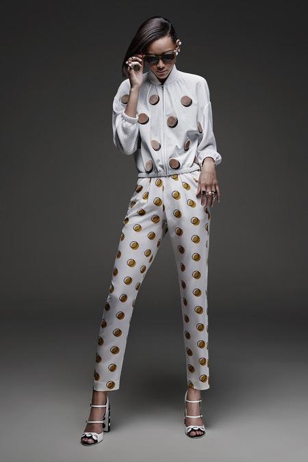 A hagyományos mintát ezúttal erőteljesebb és látványosabb formában kell elképzelnünk a ruhatárunkban.