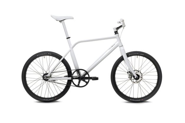 A ThinBike egy városba szánt bicikli, mely kompromisszumok nélkül juttat el A pontból B-be.                         A helytakarékos gépet a Schindelhauer gyártja, behajtható a pedálja és elfordítható a kormánya is. Nem olcsó, 1195 euro (369.000 ft)