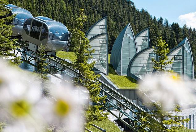 A Tschuggen Grand wellnessrészlege és saját kabinos siklója