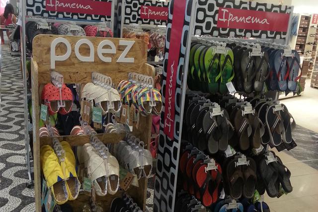 Nem csak Ipanema márkát és nem csak  papucsokat árulnak.