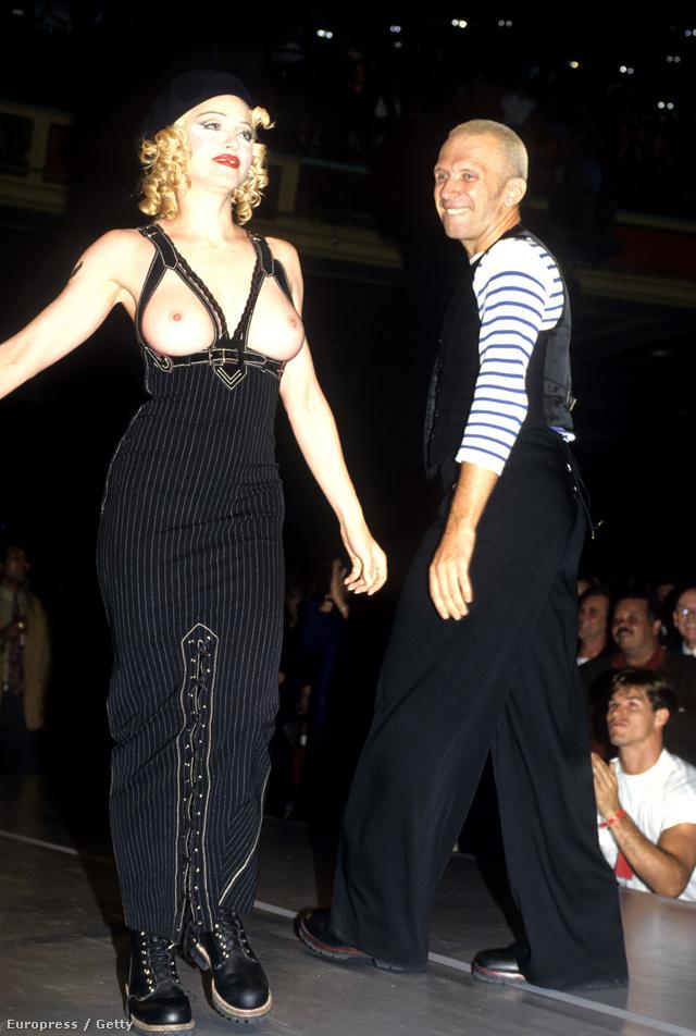 Madonna Jean Paul Gaultier 1992-es bemutatóján villantott melleket.