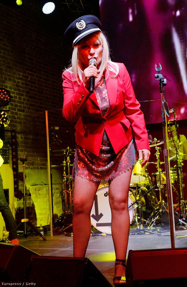 A kollekció premierjén színpadra lépett a 69 éves Debbie Harry is.