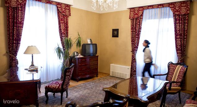 Jelenleg összesen 138 szobával üzemel, a szobaárak szezononként változnak