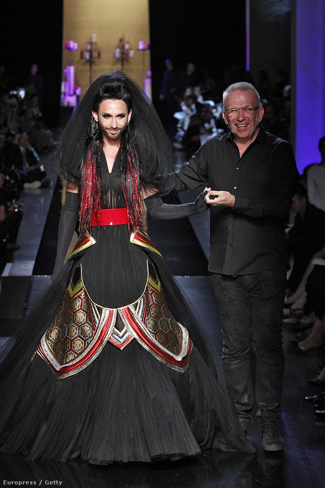 Conchita Wursttal sokkolt Gaultier Párizsban.