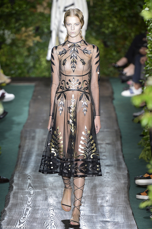 Istennőnek érezhetjük magunkat a Valentino couture kollekciójában.